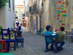 """Instalação """"Domesticity"""" cria um espaço de estar nas ruas de Abrantes"""