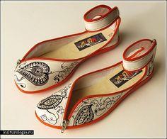 Балетки на застежках-молниях, ihanien kenkien merkki Zuleika, suunnittelija argentiinalainen Francisco Miranda (Tooco, Doble Sentido)