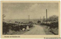 """America is een dorp in de provincie Limburg, in de streek Noord-Limburg, gemeente Horst aan de Maas. America is genoemd naar Groot Amerika. Via de ontginningen trokken keuterboertjes en veenarbeiders met hun hele hebben en houwen naar het """"verre Westen"""", net als de kolonisten in het grote Amerika deden. Zij beschouwen de vroegere trek naar de Peel als een soort ontdekkingsreis. Het land in en om de Peel werd letterlijk ontgonnen.   http://www.hephorst.nl/AMERICA.HTM"""