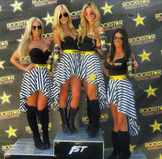I have a Skirt like this I want to Make Hurt Race Gear. Monster Energy Girls, Rockstar Energy, Sexy Outfits, Girl Outfits, Cute Outfits, Pit Girls, Promo Girls, Umbrella Girl, Dressed To Kill