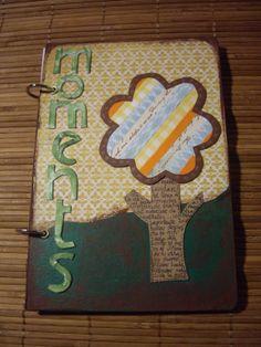 Agenda Scrap (Moments) realizada artesanalmente con distintos materiales. Tamaño: 22x15 cm aprox. Precio: 10 euros.