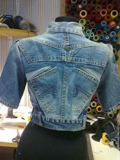 UpCycle Denim Jeans to Jacket - Made By Barb - Easy piecing Love Jeans, Jeans Denim, Estilo Jeans, Diy Kleidung, Diy Vetement, Denim Ideas, Stylish Jackets, Recycled Fashion, Denim Outfit