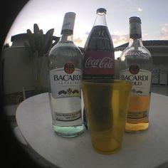 Dando início aos trabalhos de sábado #bacardi #coca #S2cuba #cubalibre #cubeta