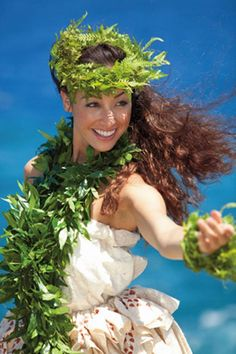 World Ethnic & Cultural Beauties Hawaiian Woman, Hawaiian Girls, Hawaiian Dancers, Hawaiian Art, Vintage Hawaiian, We Are The World, People Of The World, Hawaiian Mythology, Polynesian Dance