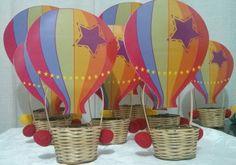 """Arranjos mesa tema """"O Mundo da Bita""""  Cesta com balão, salgadeira para mesa  Disponível em todos os temas!  Prazo de Entrega: Prazo de Produção + Prazo dos Correios"""
