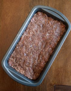 This Indonesian meatloaf is so easy to prepare and so versatile to serve. Thick slices as part of your dinner or thin slices on a sandwich, I love it! Indonesian Food, Indonesian Recipes, Mince Meat, Meat Chickens, Meatloaf, Banana Bread, Buffet, Spicy, Dinner Recipes