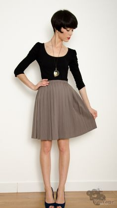Vintage 70´s Midi Autumn Gray Skirt Size S-M https://www.bichovintage.com/prod/44/983/vintage-70-s-midi-autumn-gray-skirt-size-s-m/