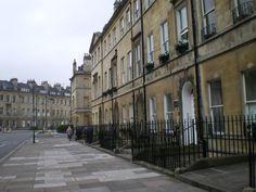 Bath: il primo portone sulla destra è il n. 4 di Sydney Place, la prima casa in cui Jane e la sua famiglia vissero dopo il trasferimento a Bath