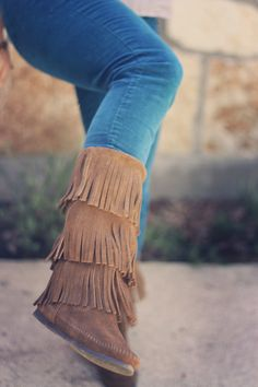 Minnetonka Fringe Boots-if I was Pocahontas for Halloween that'd give me a good excuse to buy boots like this! I used to HATE these but now I want a pair. Moccasin Boots, Bootie Boots, Shoe Boots, Minnetonka Boots, Sock Shoes, Cute Shoes, Me Too Shoes, Fashion Shoes, Love Fashion