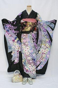 Japanese Kimono Tsujigahana - more → http://carolonlinefashion.blogspot.com/2013/09/japanese-kimono-tsujigahana.html