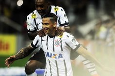Corinthians faz de pênalti no fim, bate Sport e seca Atlético-MG para ser líder #globoesporte