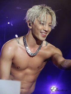Taeyang 태양   Bigbang 빅뱅   Rise World Tour