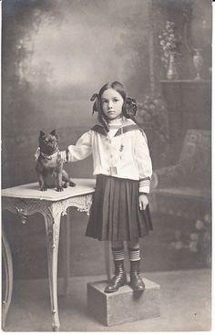 Chien Petit Brabacon Enfant Old dog Photo postcard Dogs And Kids, Animals For Kids, Cute Animals, Vintage Dog, Vintage Children, Vintage Photographs, Vintage Photos, Me And My Dog, Brussels Griffon