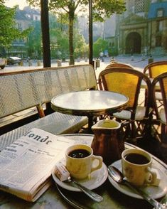 Find images and videos about coffee, paris and morning on We Heart It - the app to get lost in what you love. Coffee Shop Aesthetic, Travel Aesthetic, Outdoor Cafe, Outdoor Decor, Paris Cafe, Coffee Photography, Coffee Cafe, Coffee Break, Paris France