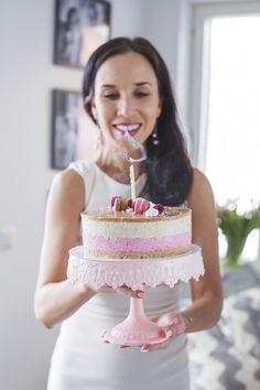 Vadelma-Kinuskikakku Most Delicious Recipe, Vanilla Cake, Cake Recipes, Cheesecake, Food And Drink, Yummy Food, Baking, Desserts, Tailgate Desserts