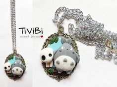 Necklace with cameo inspired by the characters of Totoro and Kodama from the movies My neighbor Totoro and Princess Mononoke of Miyazaki (Studio Ghibli).
