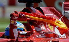 Alonso no se separó de la bandera de España en ningún momento.