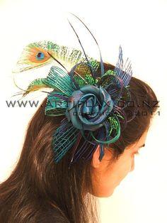 Fascinator, Headpiece, Handicraft Ideas, Flax Weaving, Flax Flowers, Maori Designs, Drawing Hair, Flower Bouquets, How To Draw Hair