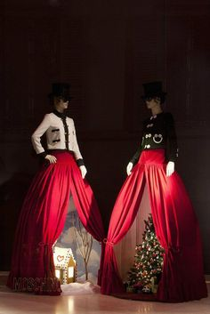 """Moschino boutique in Milan, Via Sant'Andrea 12 – December 2011 window display.  Theme: """"Christmas Between Garments"""""""