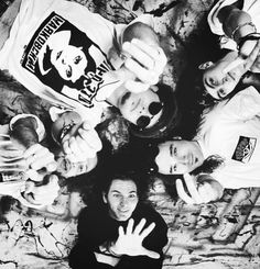 Pearl Jam. Love this! Eddie-Adorableness always. Jeff, you have your hand in Stoney's face :(
