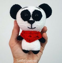 Вязаная панда амигуруми крючком