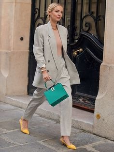 All I Want to Wear Is a Suit After Looking at This Month's Street Style Images - Business Outfits for Work Fashion Week Paris, Runway Fashion, Look Fashion, Autumn Fashion, Fashion Outfits, Travel Outfits, Stylish Outfits, Cool Outfits, Vogue Ukraine