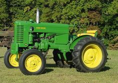 John Deere Model M 2 cylinder vertical twin. 18 drawbar HP produced from 1947 to 1952 replaced by Model Antique Tractors, Vintage Tractors, Vintage Farm, Old John Deere Tractors, Jd Tractors, John Deere 318, Welding Rigs, Heavy Equipment, Twin