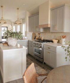 Home Decor Kitchen, Kitchen Interior, New Kitchen, Home Kitchens, Kitchen Dining, Kitchen Island, Kitchen Ideas, Sage Kitchen, Dining Room