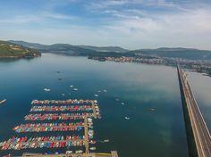 Ría de Noia #ACoruña. Puerto pesquero y puente atirantado sobre la ría vía @gonzaloaq #Galicia #SienteGalicia
