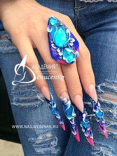 Beautiful stiletto nails Hot Nails, Hair And Nails, Toe Nail Art, Acrylic Nails, Fancy Nails, Pretty Nails, Rasta Nails, Long Stiletto Nails, Gothic Nails