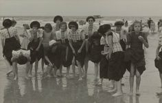 Meisjes in klederdracht Verv.jaar:1950 #Utrecht #Spakenburg