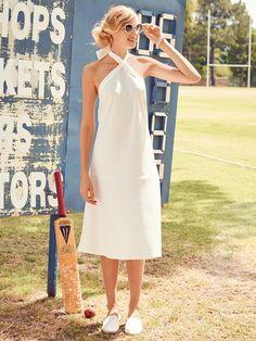 burda style, Neckholder-Kleid, Durch das angesetzte, schräg zugeschnittene Rockteil fällt das Kleid einfach sensationell und schmiegt sich sanft um die Figur