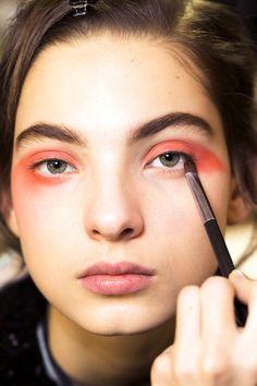 Оранжевый макияж на показе Armani Privé