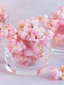 Old Fashioned Pink Popcorn. Absolutely, hands down the perfect snack to serve at a a little girl's birthday party or a baby shower or even a bridal shower. This would be cute for a hello kitty party Pink Popcorn, Candy Popcorn, Colored Popcorn, Popcorn Favors, Popcorn Balls, Popcorn Recipes, Gourmet Popcorn, Pink Parties, Princess Party