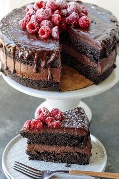 Rich chocolate cake recipe with layers of whipped malted chocolate raspberry ganache. Twist on Devil's Food Cake. Chocolate Rasberry Cake, Chocolate Bomb, Raspberry Cake, Chocolate Recipes, Chocolate Cake With Raspberries, Baking Chocolate, Ganache Cake, Star Cakes, Gateaux Cake