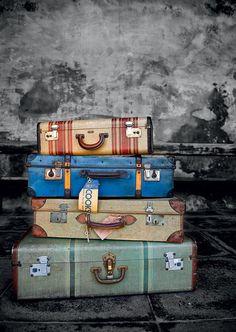 Старые чемоданы - почтовая открытка