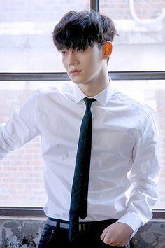 [Vyrl] EXO : 패션 매거진 '#싱글즈' 3월호의 커버 모델, #첸. #Vyrl 이 준비한 화보 촬영 현장 비하인드를 공개합니다!