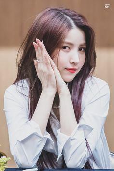 Kpop Girl Groups, Korean Girl Groups, Kpop Girls, Gfriend Album, Gfriend Sowon, Seoul Music Awards, Red Velvet Seulgi, G Friend, Yoona