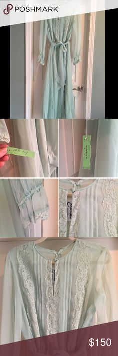 •VTG• *MINT* Chiffon Gown This gorgeous gown is in ✨MINT✨condition! Dead stock with original tags!!! Miss Elliette of California Dress! Long sleeves, with lace detail. Lace bodice. Gorgeous layered chiffon maxi length gown. Zipper on back. With original chiffon belt. Fits me and I'm size 8. Measurements coming soon... ✨Estate Sale Treasure!✨ Vintage Dresses Maxi