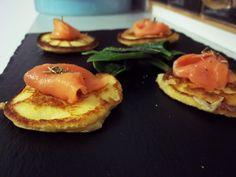 pastelitos de patata y salmón ahumado