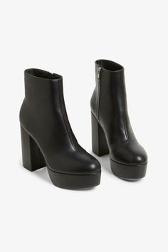 A pair of black leather imitation platform boots featuring a zip detail and a rounded yet somewhat pointy toe, that will take your style to new heights 3 Literally. This style is online exclusive. Black Platform Boots, Black Heel Boots, High Heel Boots, Black Heels, Heeled Boots, Platform Boots Outfit, Platform Shoes, Cute Shoes, Me Too Shoes