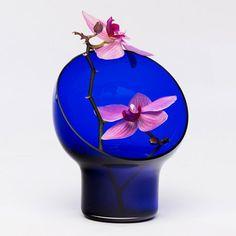 Kristine Five Melvær's Liv vases encircle flowers Dezeen, Scandinavian Design, Glass Vase, Furniture Design, Vases, Frame, Flowers, Homework, Designers