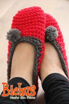 Easy Slippers - Pantuflas superfaciles Hoy os dejo un patrón de pantuflas o slippers super fácil, ideal para tejer viendo una peli y ...