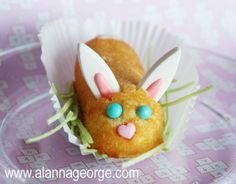 Twinkie Bunny Treat looks too good to eat! Fun treat to serve to the kiddos on Easter!
