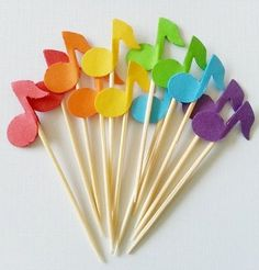 Items similar to 12 Rainbow MUSIC NOTE Colorful Party Picks .-Items similar to 12 Rainbow MUSIC NOTE Colorful Party Picks / Cupcake Toppers / Cocktail Sticks / Food Picks – also available in Black & White on Etsy Music Notes cocktail party picks! Music Themed Cakes, Music Themed Parties, Music Party, Festa Rock Roll, Music Notes Decorations, Music Theme Birthday, Disco Party, Colorful Party, Party Themes