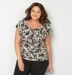Avenue - CRISS CROSS SIDE RUCHEDFloral Ruffle Lattice Top,