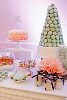 Amazing dessert table decoration with mint and peach shades | This is amazing! Head over to Rabbit
