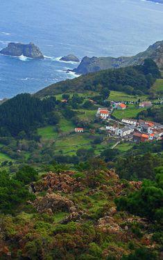 """A San Andrés de Teixido vai de morto quen non foi de vivo"". San Andreas, Places To Travel, Places To See, Scenery Pictures, Monuments, Basque Country, Spain And Portugal, Spain Travel, Vacation Destinations"