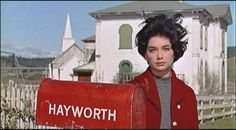 Suzanne Pleshette in The Birds (Alfred Hitchcock, Vintage Movie Stars, Old Movie Stars, Classic Movie Stars, Classic Movies, Vintage Movies, Classic Actresses, Hollywood Actresses, Alfred Hitchcock, Hitchcock Film