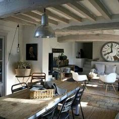 Edge of Scene & Flea Market / Laure P-R Source by laurepfeifferri Country Chic, Rustic Style, Country Dining Rooms, Beach House Decor, Home Decor, Dining Table, Living Room, Interior Design, Outdoor Decor